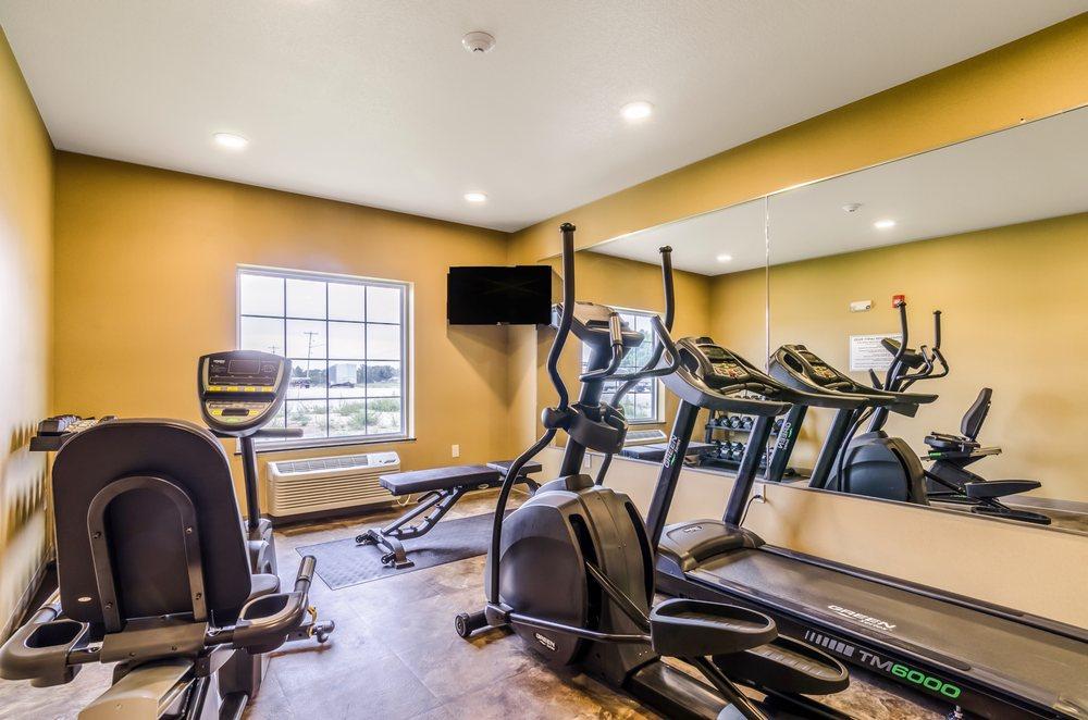 Cobblestone Hotel & Suites - McCook: 1301 N Hwy 83, McCook, NE