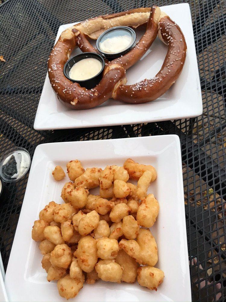 Philander's Grill & Bar: 1000 US Hwy 10, Prescott, WI