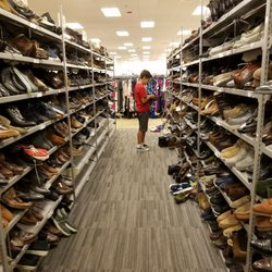 d3194571c8f Last Chance Yorktown Center - 39 Photos   86 Reviews - Shoe Stores ...