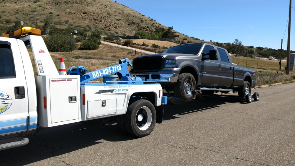 Towing business in Lake Los Angeles, CA