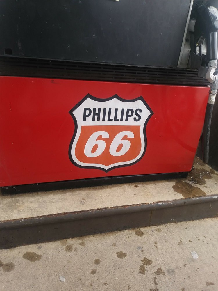 Wasmer's Phillip 66: 310 S Crescent St, Gilman, IL