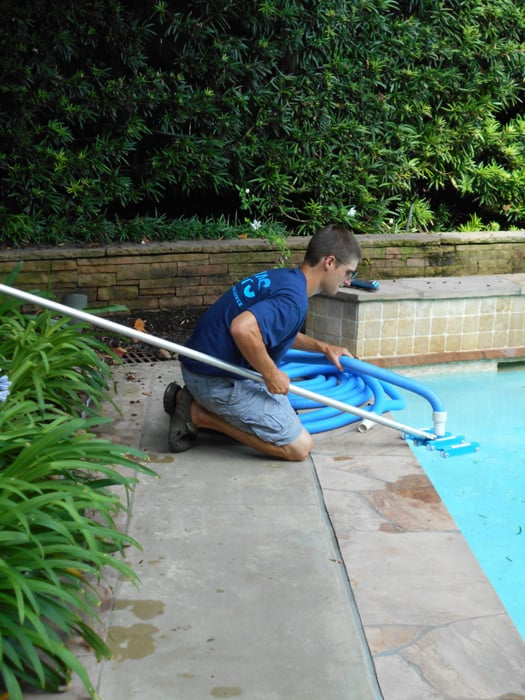 Manning pool service 10 photos pool cleaners 2121 for Garden oaks pool houston