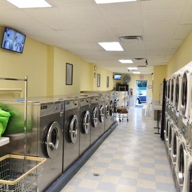 Suzie Clean Laundromat: 150 Mountain Ave, Hackettstown, NJ