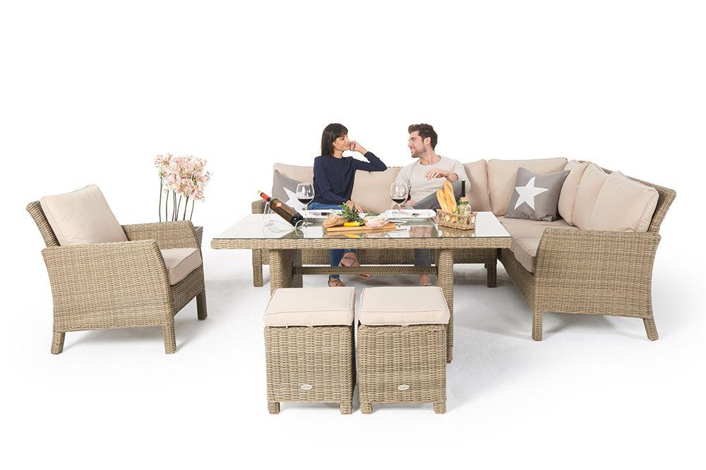 Rattan Lounge Gartenmöbel im Garten erweitert den Wohnraum im Sommer ...