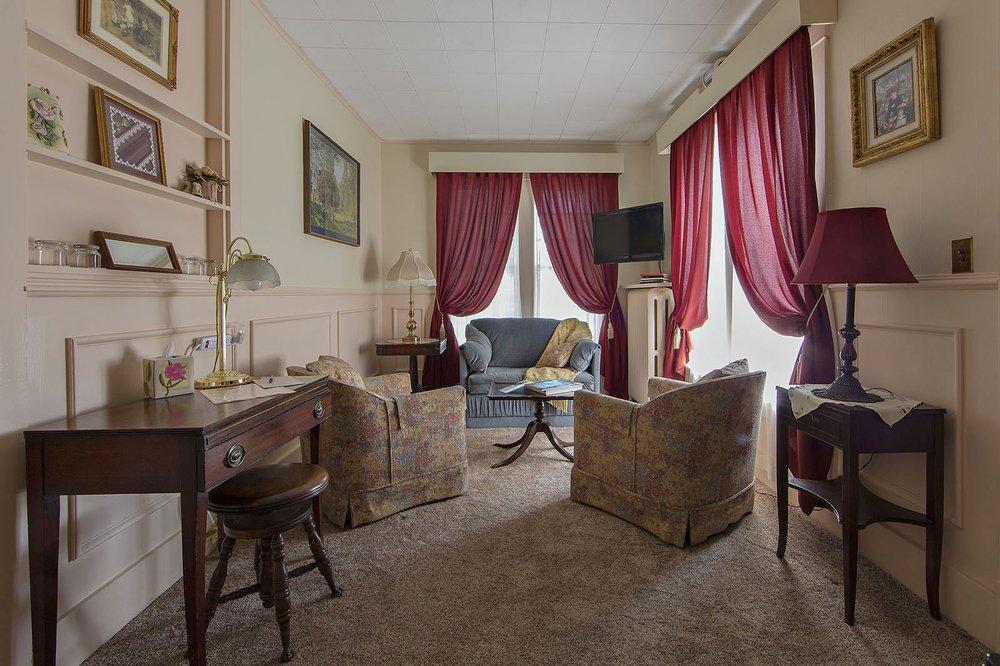 Rosewood Inn: 134 E 1st St, Corning, NY