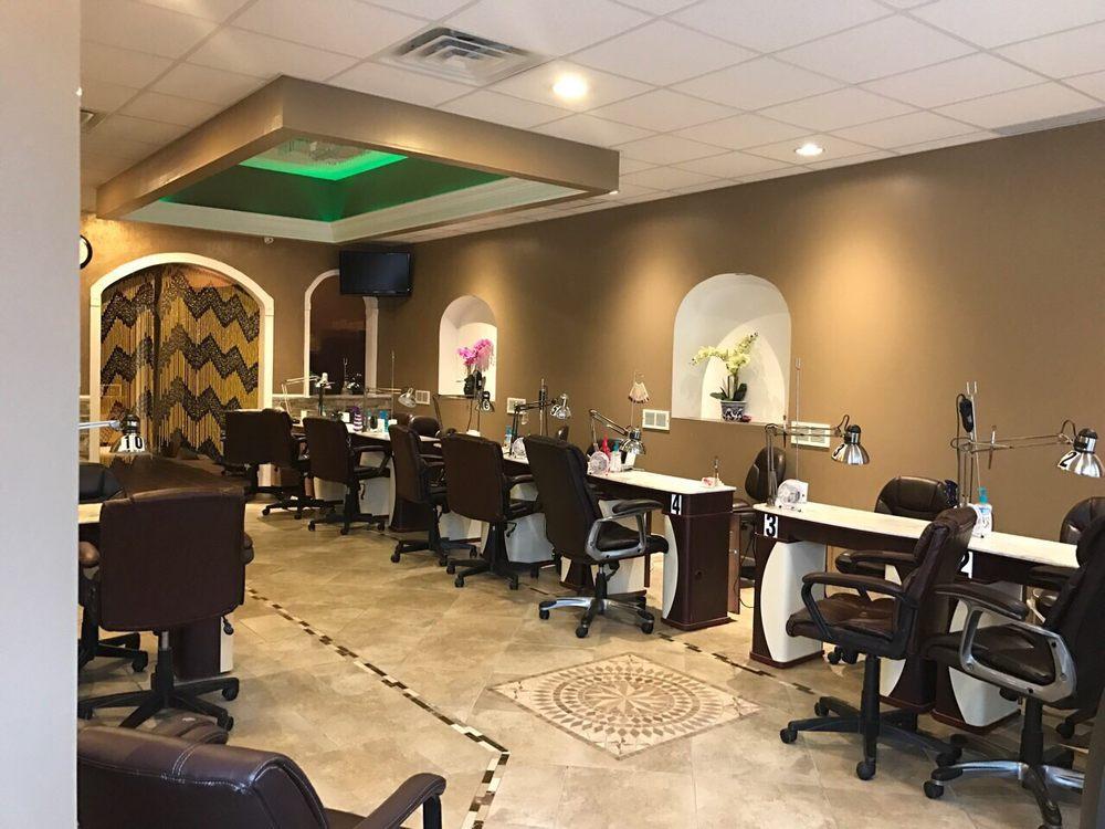 Royal Oaks Nails: 208 W 6th St, Royal Oak, MI