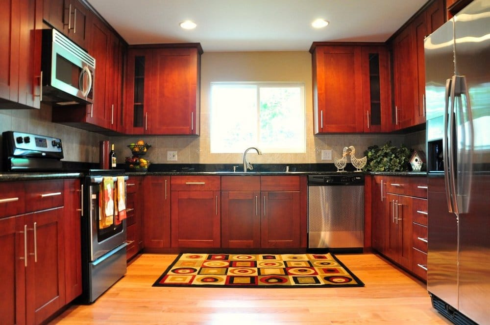Cherry shaker cabinet red oak hardwood floor black for Cherry kitchen cabinets with black granite