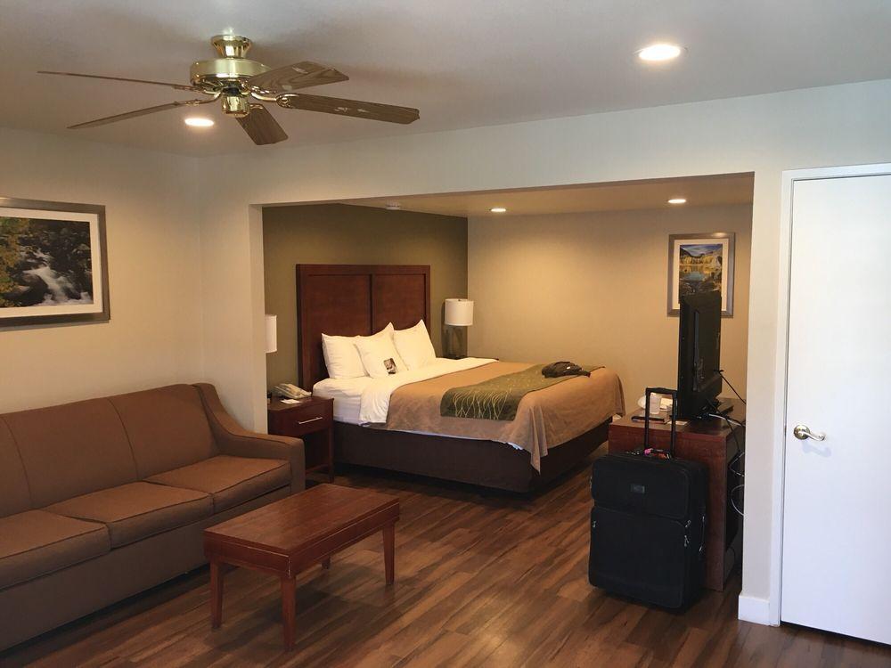Comfort Inn: 805 N Main St, Bishop, CA