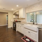 Delicieux White Shaker Kitchen, Photo Of Cardinal Cabinets   Mesa, AZ, United States.  Farm Sink