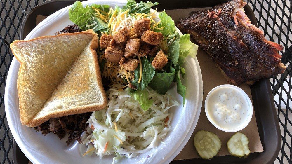 Sugarfoot BBQ: 5440 NE Hwy 82, Osceola, MO