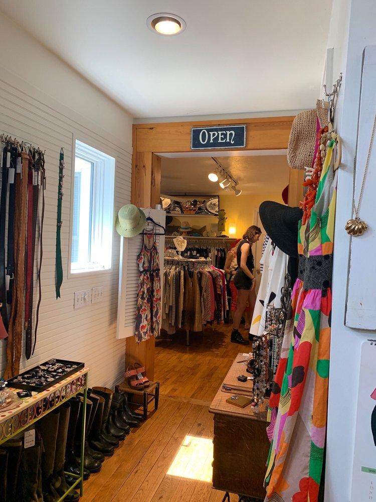 POSH Upscale Consignment Boutique: 109 N Barton St, New Buffalo, MI