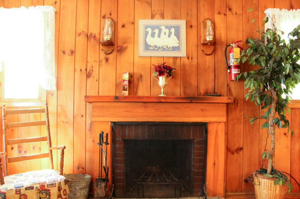 Twin Pine Lodge: 28 Sequettes Rd, Chestertown, NY