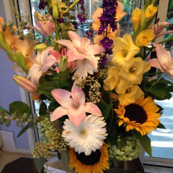 Spring flowers and gifts florists 711 broadway sonoma ca photo of spring flowers and gifts sonoma ca united states summer boquet negle Images