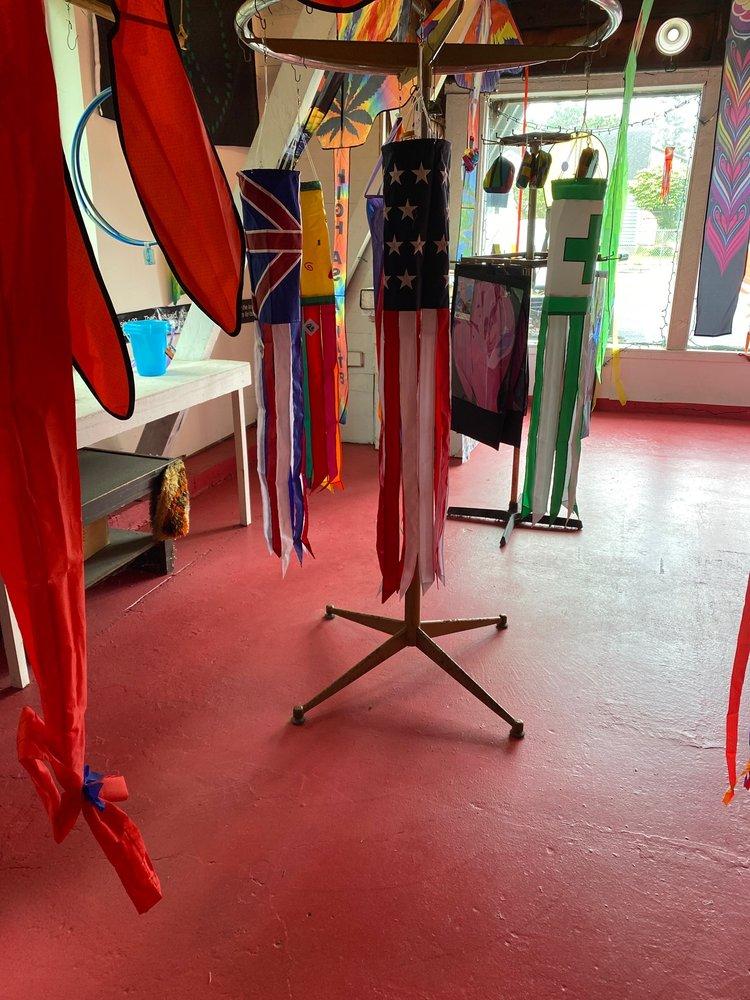 Pinky's Kite Factory: 339 N Fir St, Cannon Beach, OR