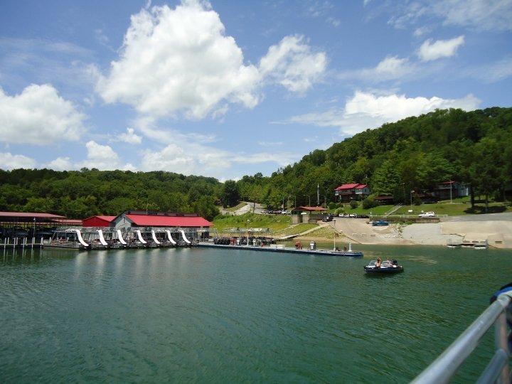 Center Hill Marina & Yacht Club: 450 Cove Hollow Cir, Lancaster, TN