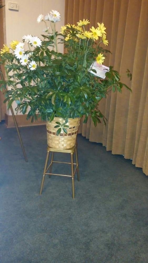 Flower Box: 421 N Spruce St, Abilene, KS