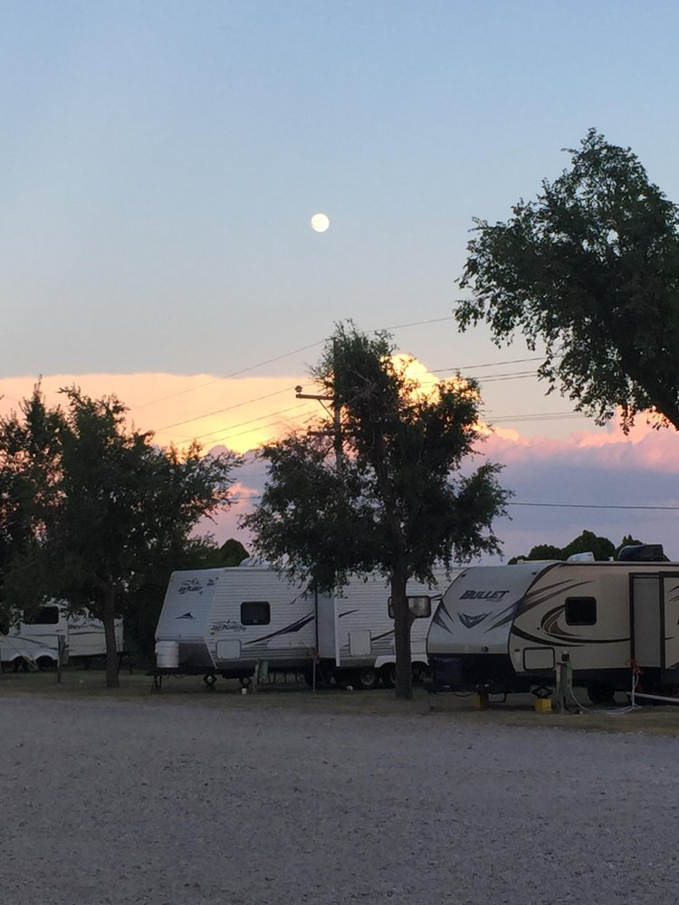Gunsmoke RV Park: 11070 108th Rd, Dodge City, KS