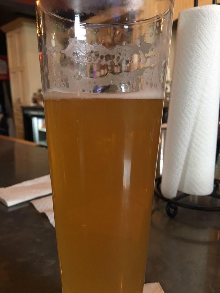 Duke's Brew Pub & Ale House: 105 E Chapel St, Dodgeville, WI