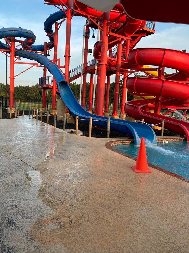 Fayette Aquatic Center: 218 23rd St NE, Fayette, AL