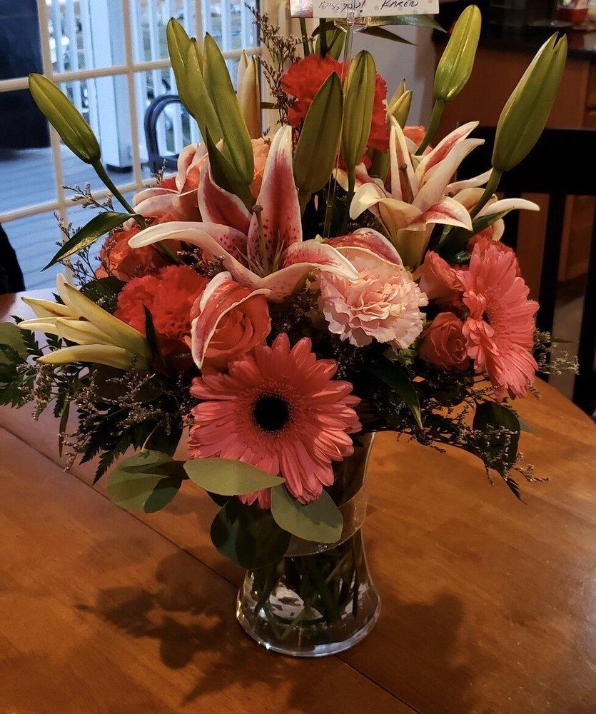 Fisher Florist: 87 Broad St, New London, CT