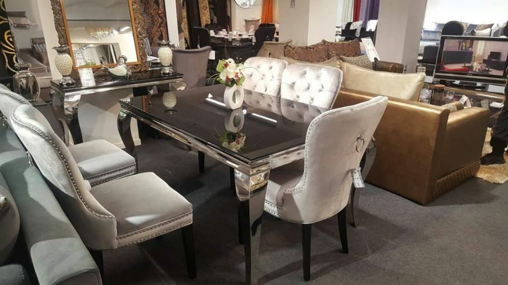 table de s jour chaises voltaire surpiqu es yelp. Black Bedroom Furniture Sets. Home Design Ideas