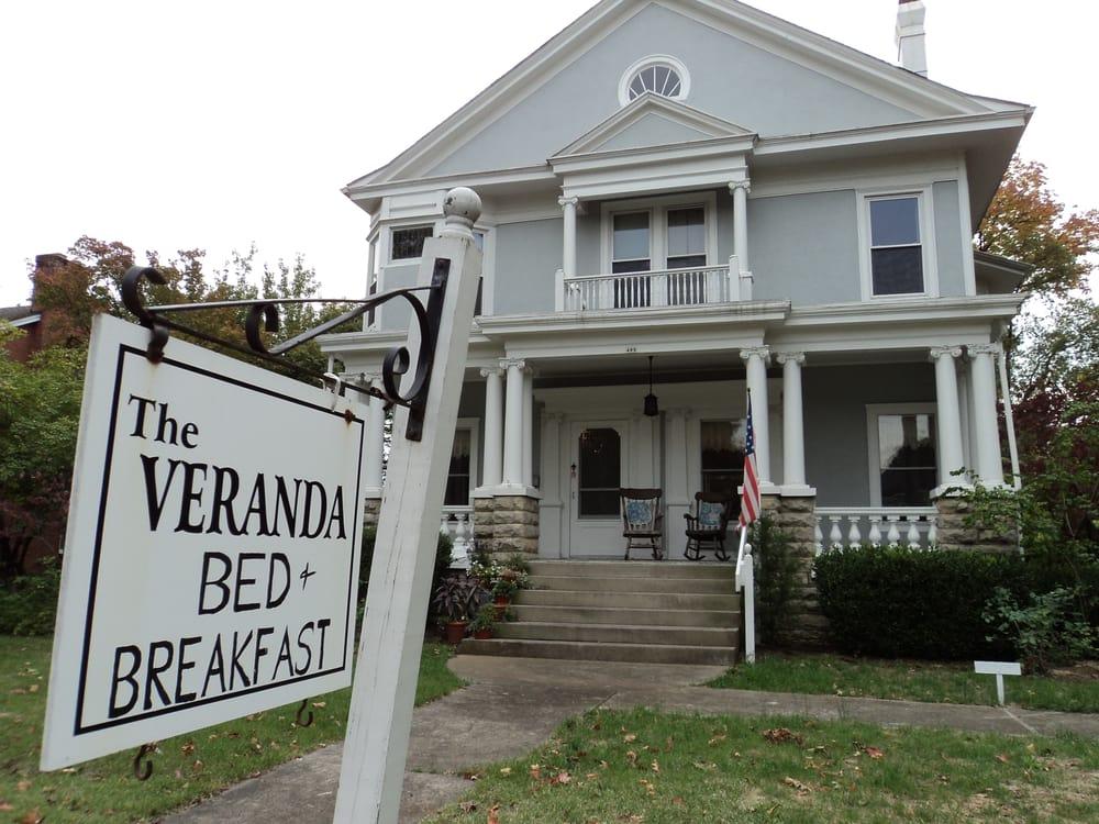 The Veranda Bed and Breakfast: 405 N 3rd St, Bardstown, KY