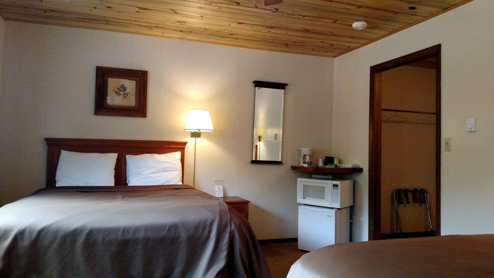 Four Seasons Lodge: 30362 Hwy 160, South Fork, CO