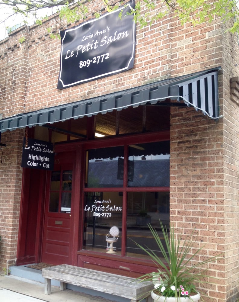 Walk ins welcome hours of operation monday for Le petit salon villereal