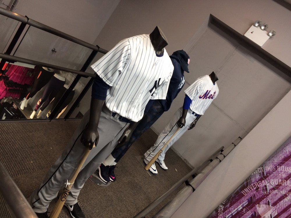 Modell's Sporting Goods: 1535 3rd Ave, New York, NY