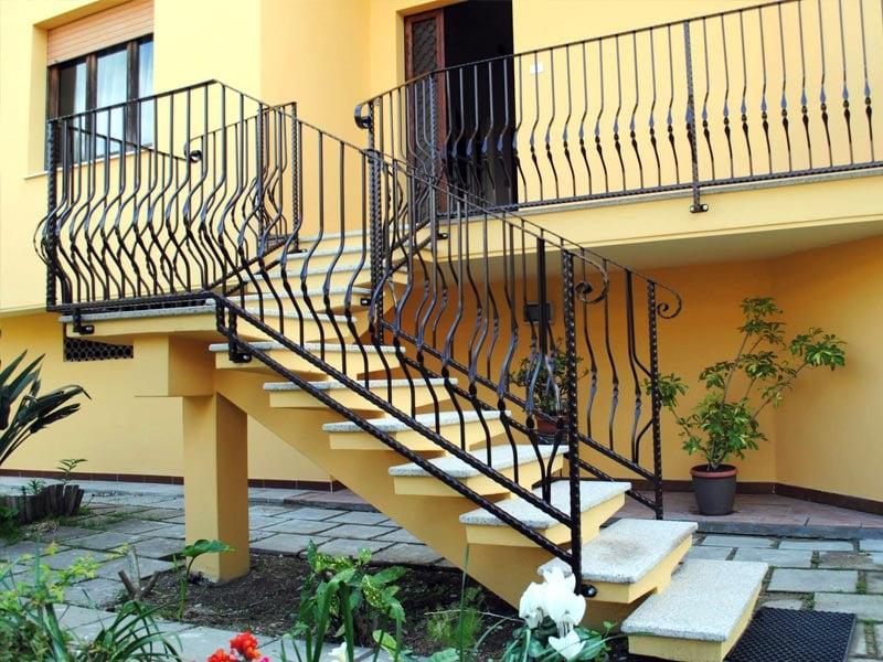 Produzione di ringhiere per scale esterne yelp - Scale esterne casa ...