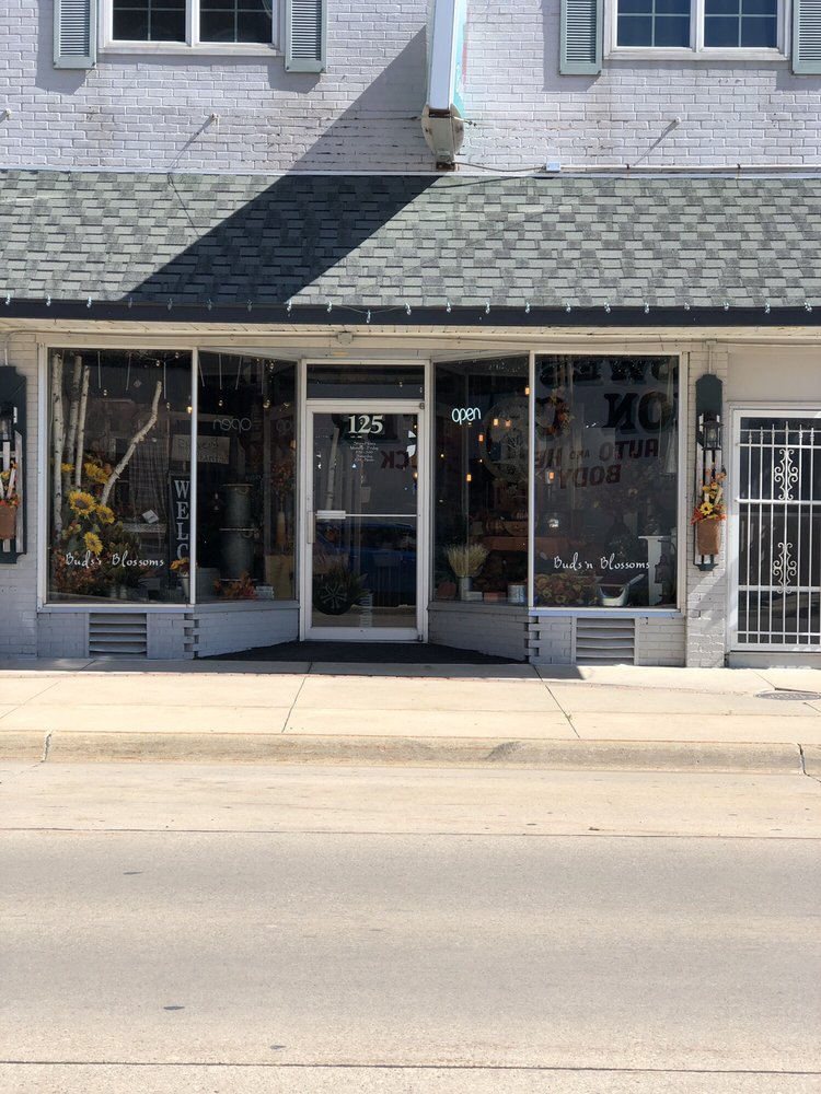 Buds 'n Blossoms: 125 South Frederick Ave, Oelwein, IA