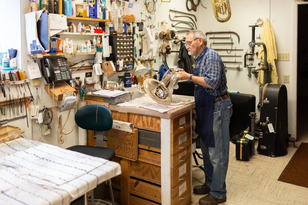 Musicians' Repair & Sales: 332 N Capitol Ave, Indianapolis, IN