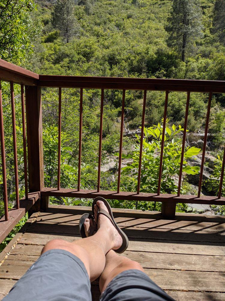Durrwood Creekside Lodge: 100 Mountain Highway 99, Kernville, CA