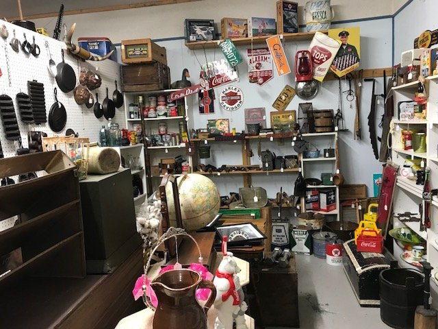 Heart & Soul, Antiques and Colletible: 4011 US-43, Ethridge, TN