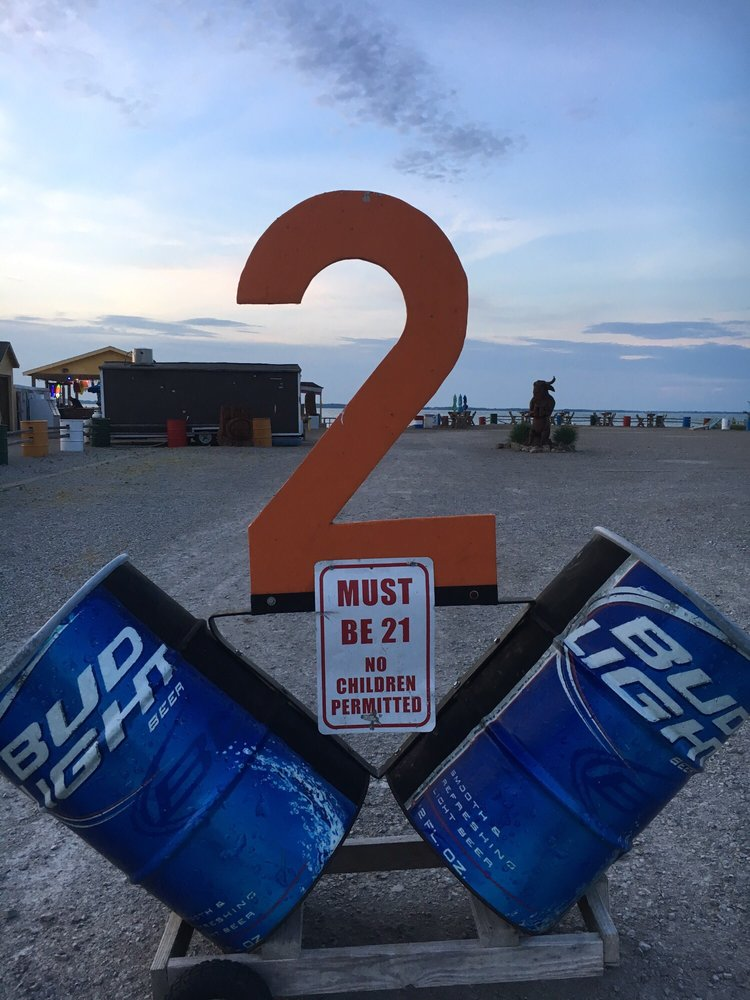 2 Cans Tiki Bar: 7413 Wahl Rd, Vickery, OH
