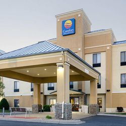 Comfort Inn Suites 16 Photos Hotels 1601 Super Plaza Ave Hutchinson Ks Phone Number Last Updated December 17 2018 Yelp