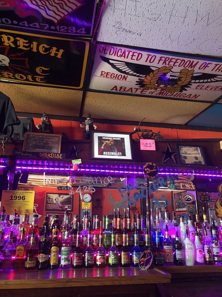 Chicky's Paradise: 133 N Main St, Almont, MI