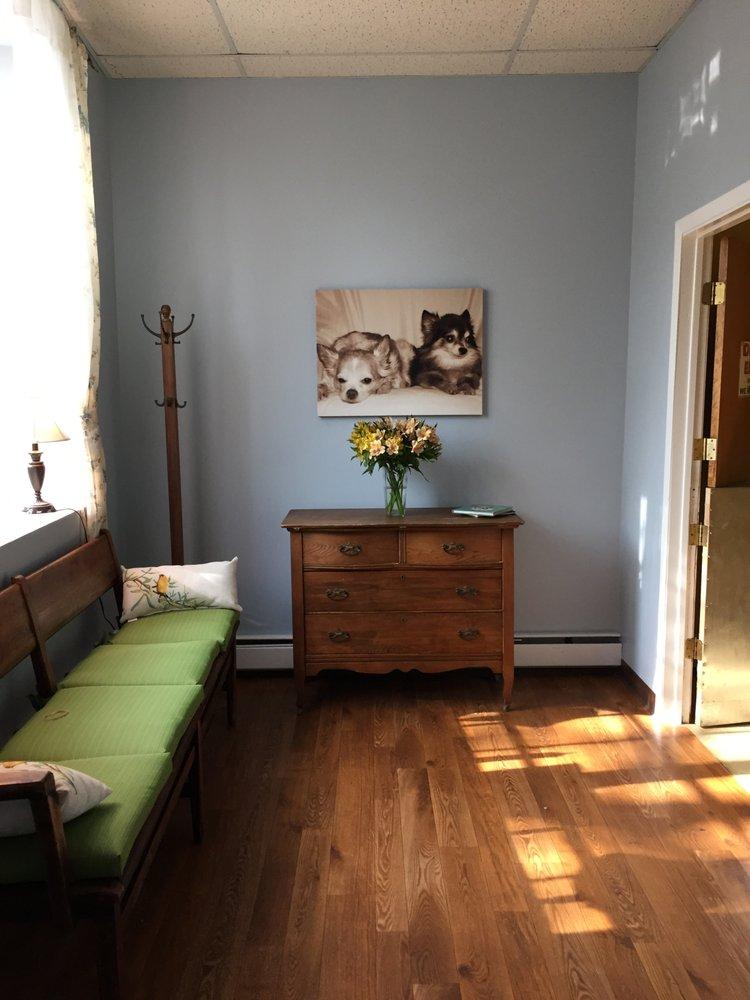 Happy Tails Grooming Salon: 10 N Aqueduct Ln, Irvington, NY