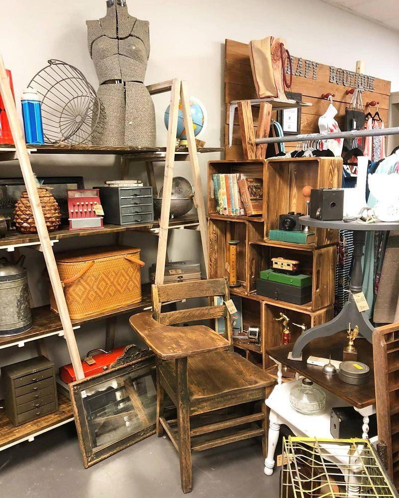 Black Barrel Vintage Company: 112 W Main St, Monroe, WA