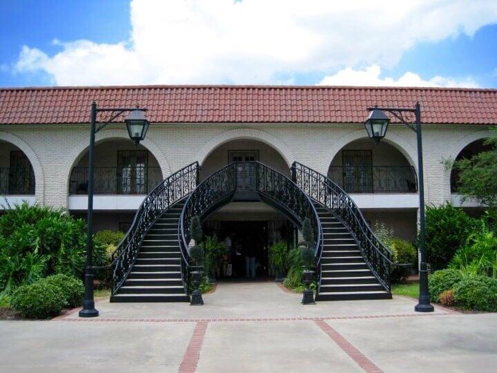Manor Facility: 1837 Old Spanish Trl, Saint Martinville, LA