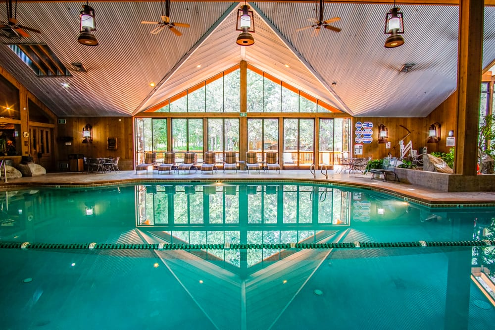The Creekside Spa: 5587 CA -158, June Lake, CA