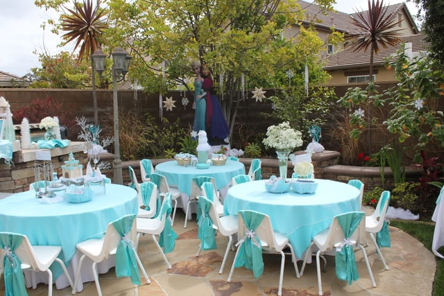 Disney Frozen girls party, kids tables and chairs, decoration ideas ...