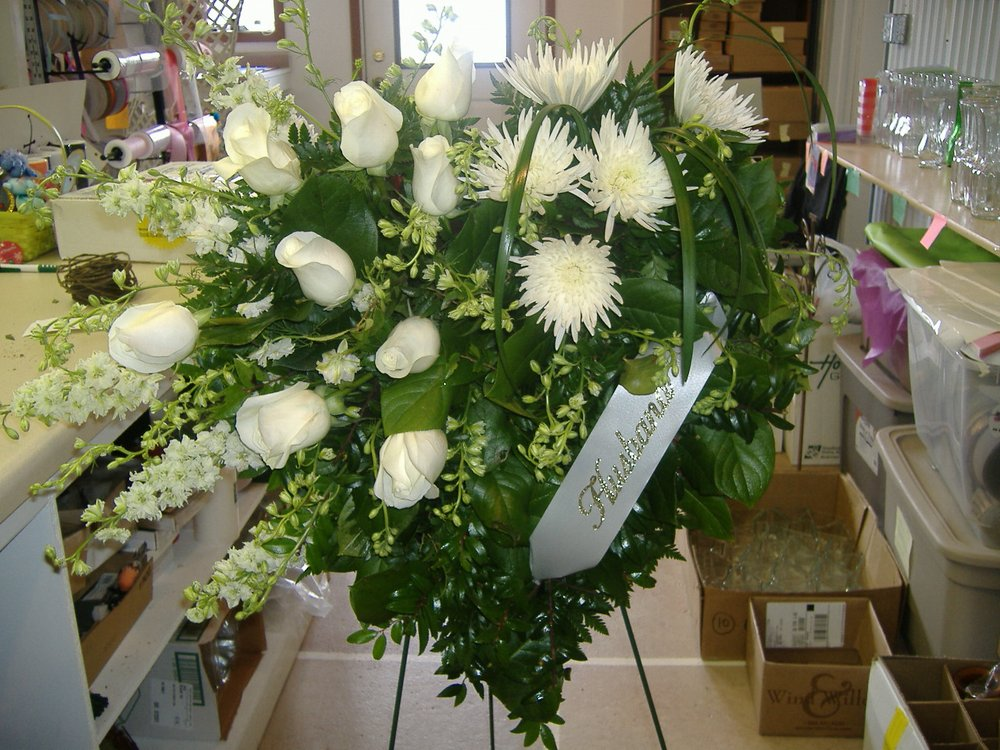 Black Tie Floral and Gifts: 109 4th St SW, De Smet, SD