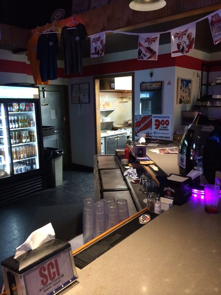 Pit Row Sports Bar And Grill: 206 S Vine, Heyworth, IL