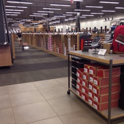 Dsw Designer Shoe Warehouse 18 Photos 16 Reviews Shoe Stores 3704 W Dublin Granville Rd