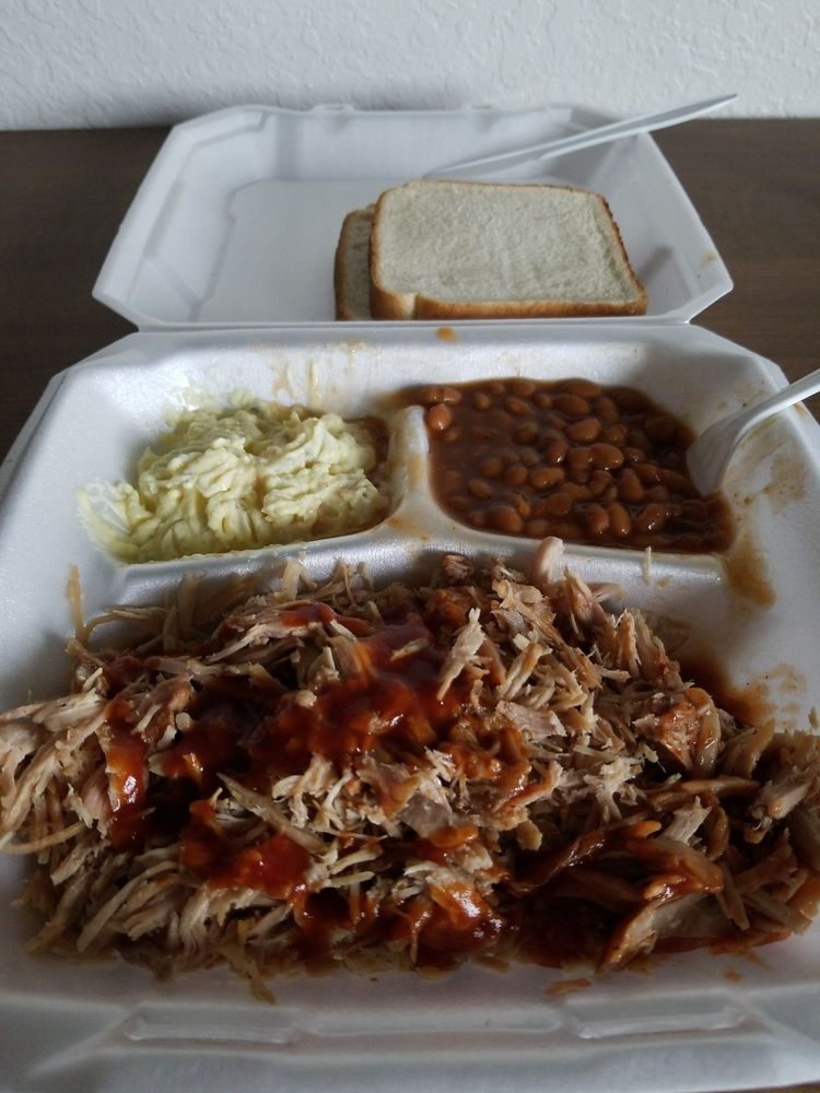 Hodges BBQ: 300 Lawrence St, Summit, MS