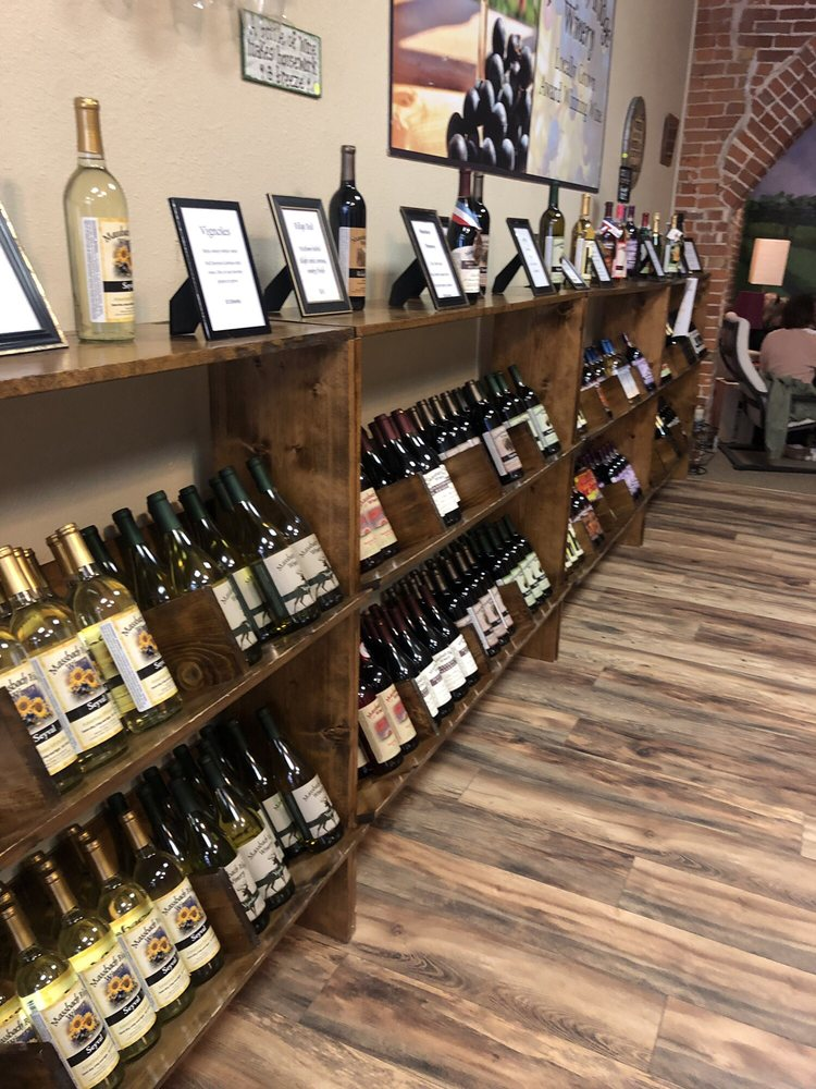 Massbach Ridge Winery: 117 N Main St, Galena, IL