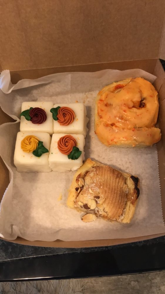 The Bake Shoppe: 6611 University Ave, Windsor Heights, IA