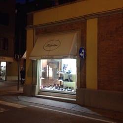 reputable site 8e267 8c9fd Fraulini Calzature di Fraulini G. - Negozi di scarpe - Via ...