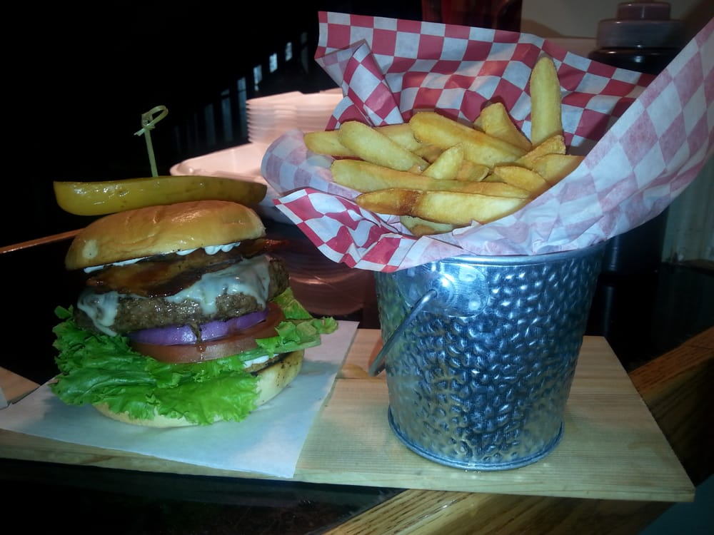 1 2 pound harris ranch all beef burger w pepper jack for Food bar virgin east coast